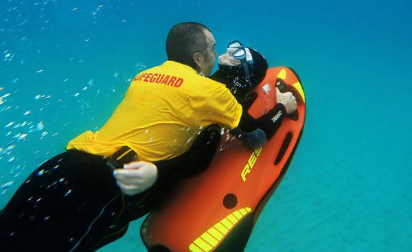 SEABOB-RESCUE in actie elektische waterjet SEABOB duik reddingen zoekacties