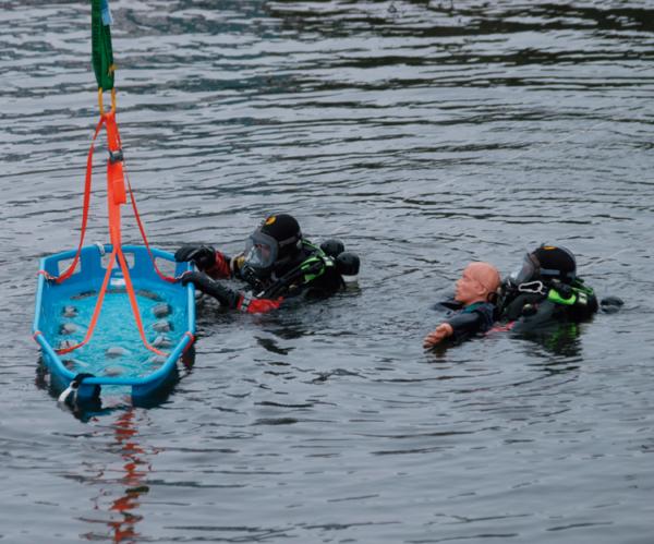 Drenkelingenkorf-D90-reddingsbrancard-D90-redden-van-onderkoelde-waterslachtoffers.