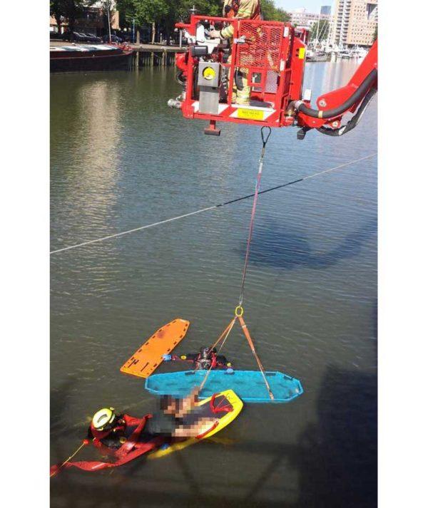 Drenkelingenkorf-D90-redding-drenkelingen-Rotterdam-hoogwerker-brandweer