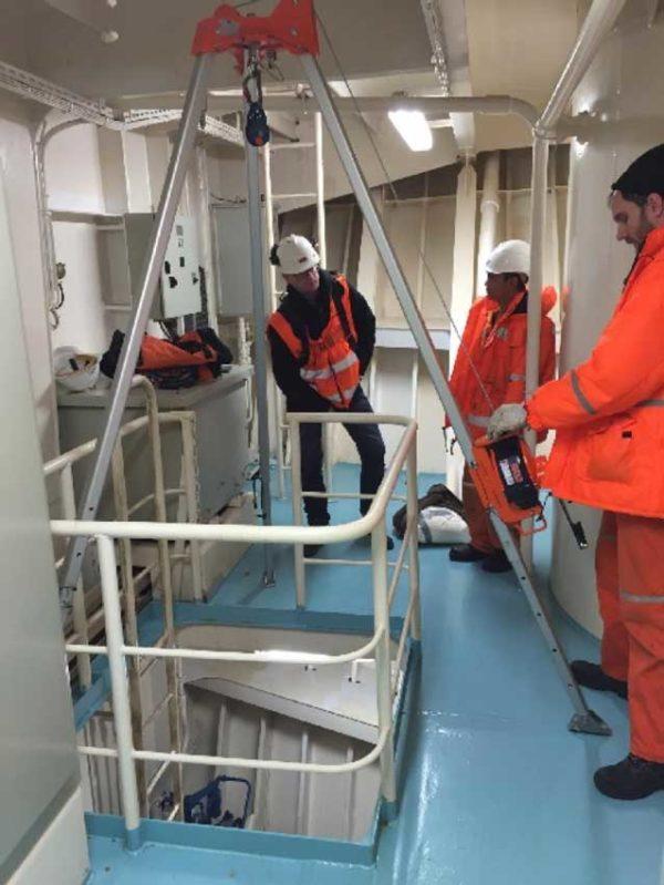 Driepoot-ankerpunt-valbeveiliging-reddingssysteem-schip-scheepvaart