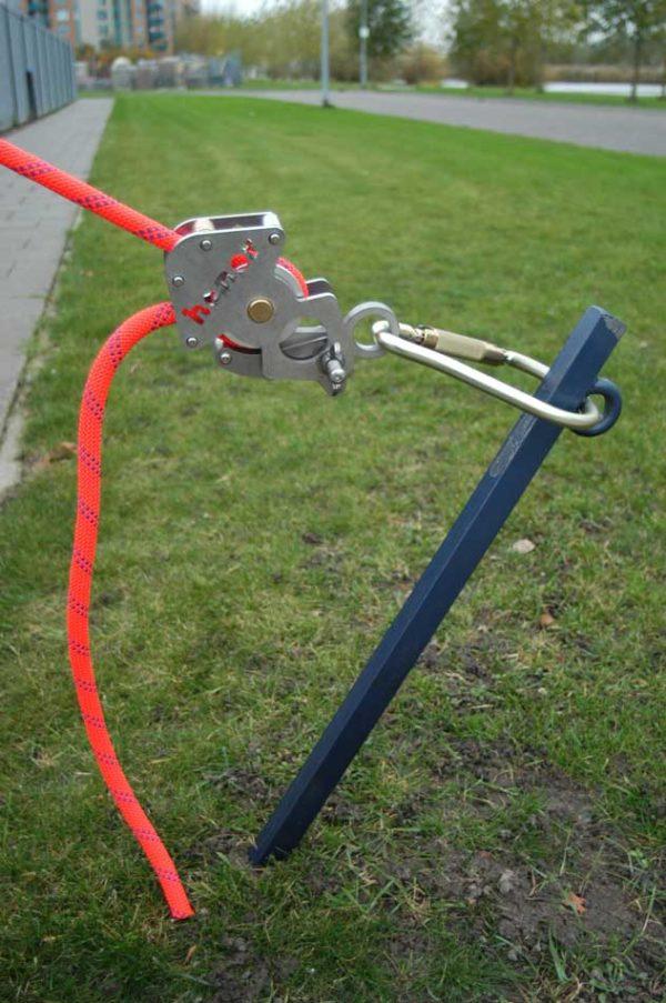 HONORoof®-Safety-daklijnsysteem-valbescherming-veilig-werken-daken-grondanker-spannner