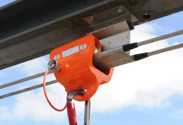 HONORope-Double-Safe-valbeschermingssysteem-trolley-passeert-tussenbevestiging
