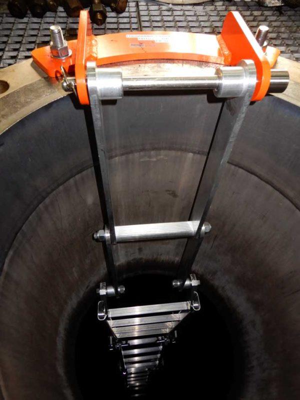 HangLadder-FlensKlem-akervoorziening-betreden-besloten-ruimten-ladder