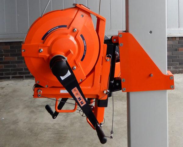 Personenlier-MRW33-Man-Riding-Winch-33-meter-driepoot-close-up
