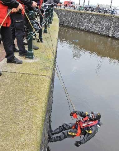 RG-200-afdaal--en-evacuatiesysteem-brandweerduiker