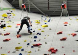 Valbeveiliging-auto-belay-klimwand-apparaten